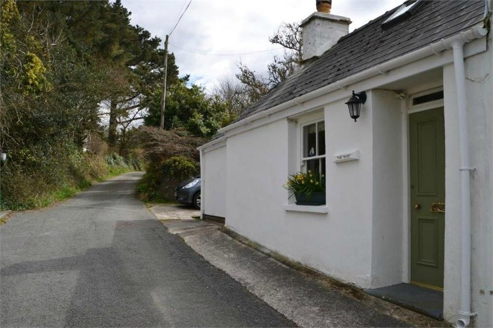 2 Bedrooms Cottage House for sale in The Nook, Newport, Pembrokeshire