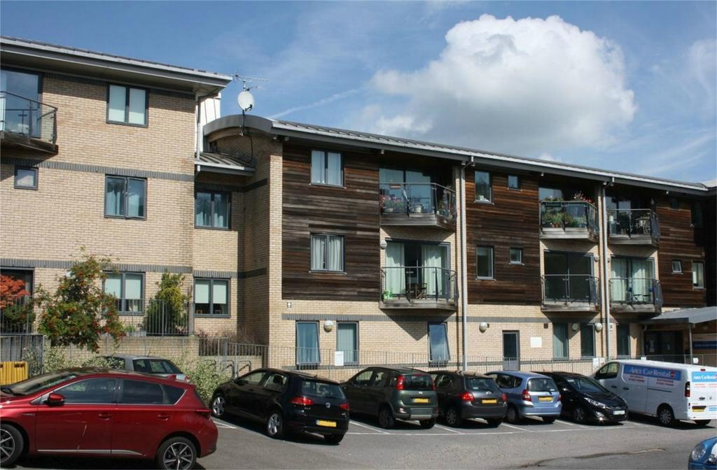 1 Bedroom Flat for sale in 13, Station Approach, BATTLE, East Sussex