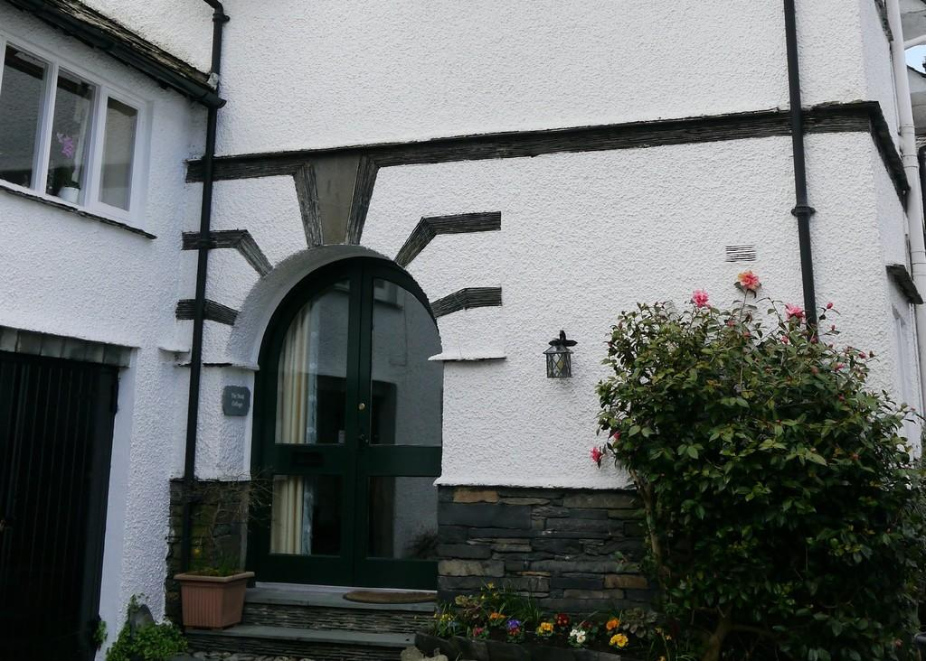 3 Bedrooms Cottage House for sale in The Nook Cottage, Fountain Street, Hawkshead, LA22 0PF