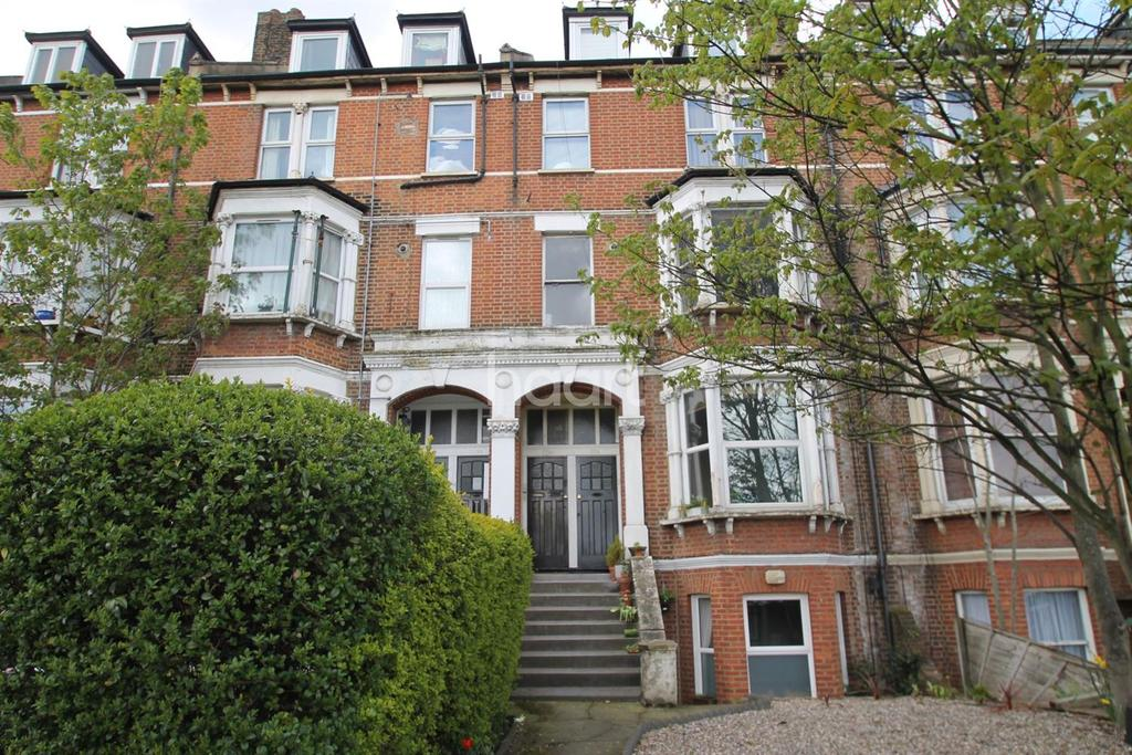 1 Bedroom Flat for sale in Whipps Cross Road, Leytonstone
