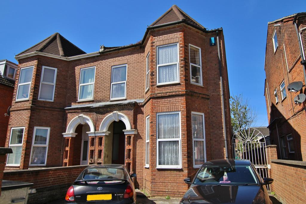 7 Bedrooms Semi Detached House for sale in Portswood , Southampton