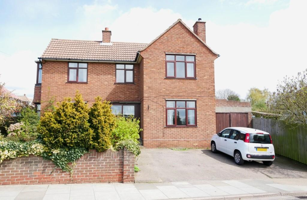 3 Bedrooms Detached House for sale in Dale Hall Lane, Ipswich