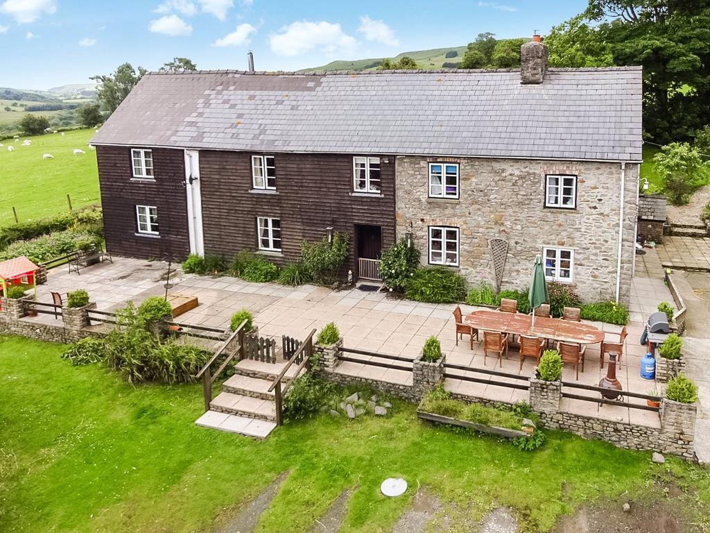 5 Bedrooms Detached House for sale in Llanafanfawr, Builth Wells, Powys