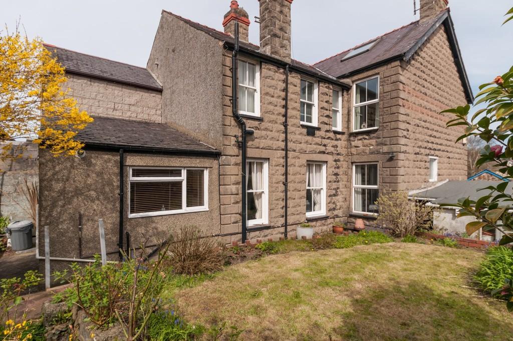 3 Bedrooms Semi Detached House for sale in Caernarfon, Gwynedd, North Wales