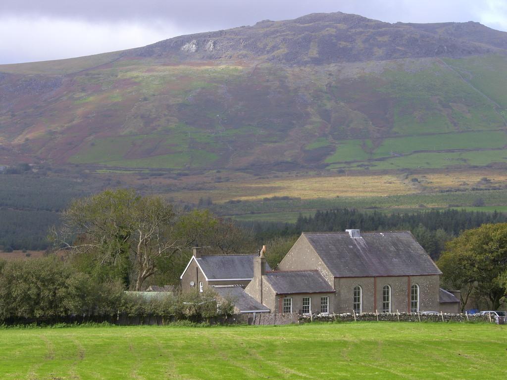 2 Bedrooms Detached House for sale in Bwlch Derwin, Garndolbenmaen, North Wales