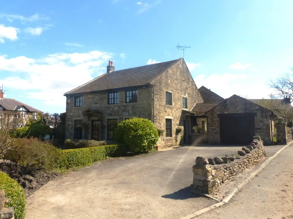4 Bedrooms Detached House for sale in Langroyd Road, Colne