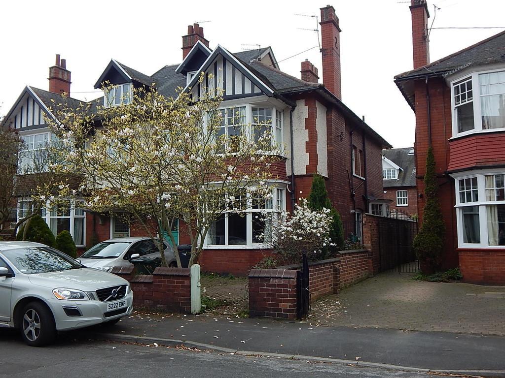 6 Bedrooms Semi Detached House for sale in Windsor Road, Town Moor