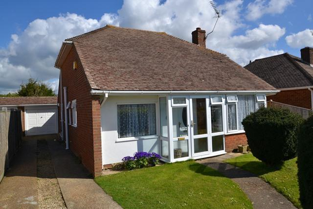 2 Bedrooms Detached Bungalow for sale in Singleton Crescent, Ferring, West Sussex, BN12 5DG