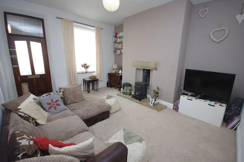 2 Bedrooms Terraced House for rent in 30 Hollin Street, Triangle, HX6 3NN