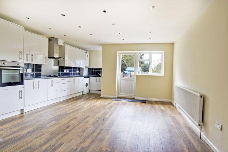 3 Bedrooms Terraced House for sale in Greenbay Road, Charlton