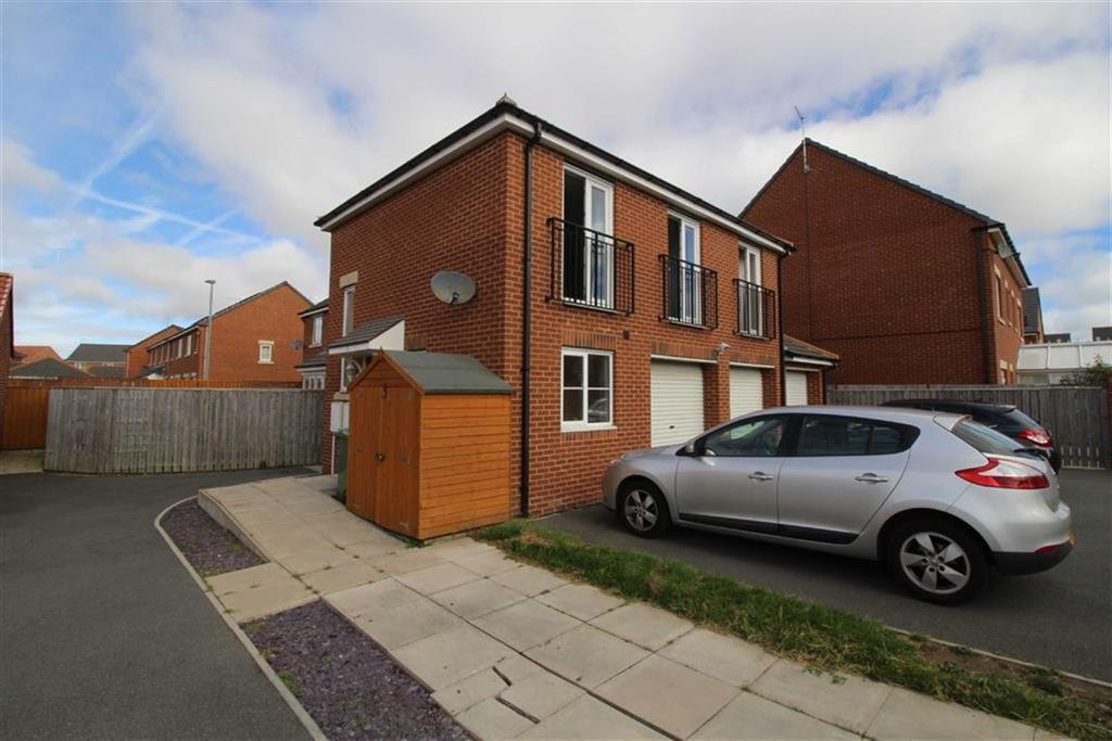 2 Bedrooms Maisonette Flat for sale in Roxburgh Close, Seaton Delaval