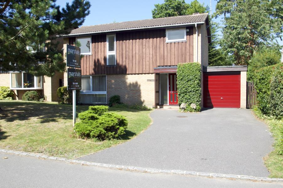 4 Bedrooms Link Detached House for sale in Beaufort Gardens, Ascot