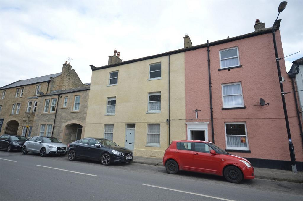 3 Bedrooms Terraced House for sale in 24 Newgate, Barnard Castle, Durham
