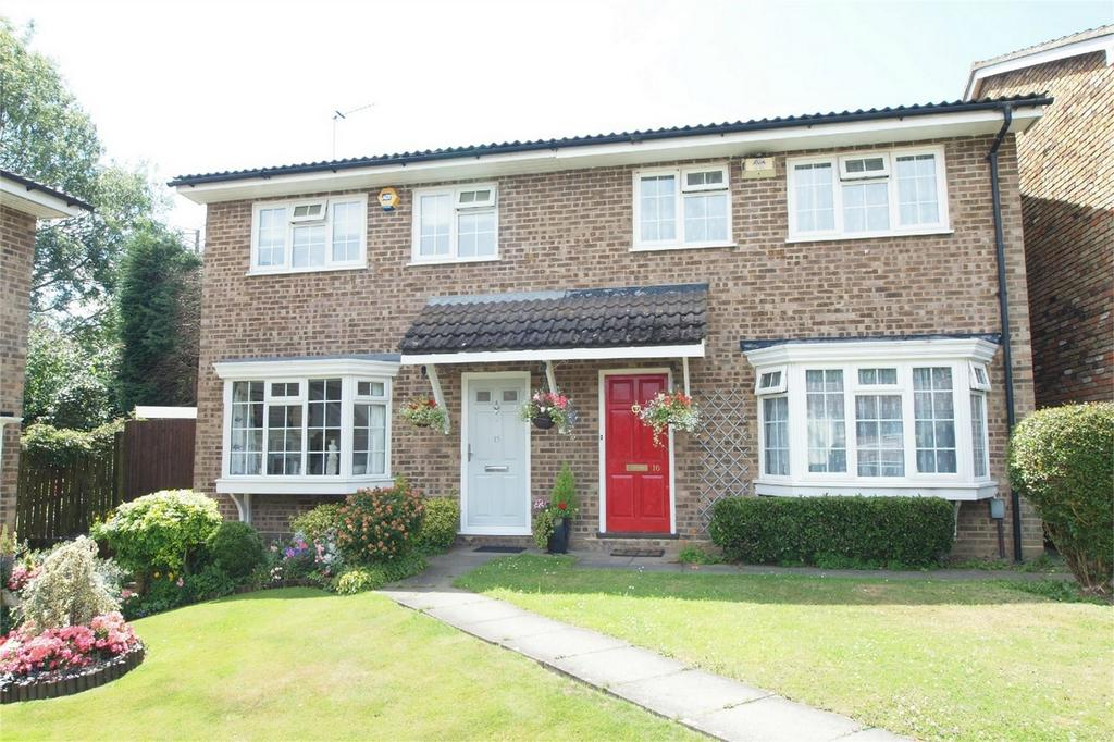 2 Bedrooms Semi Detached House for sale in Sedgewood Close, Hayes, Bromley, Kent