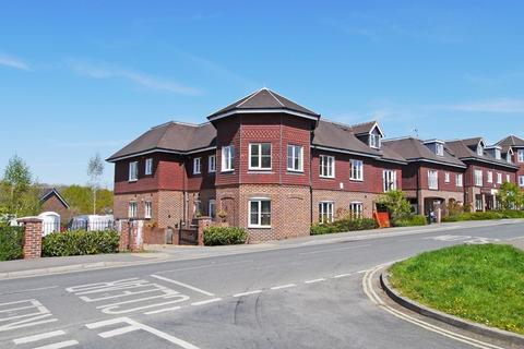 2 bedroom flat to rent - Martlett Court, Rudgwick, RH12
