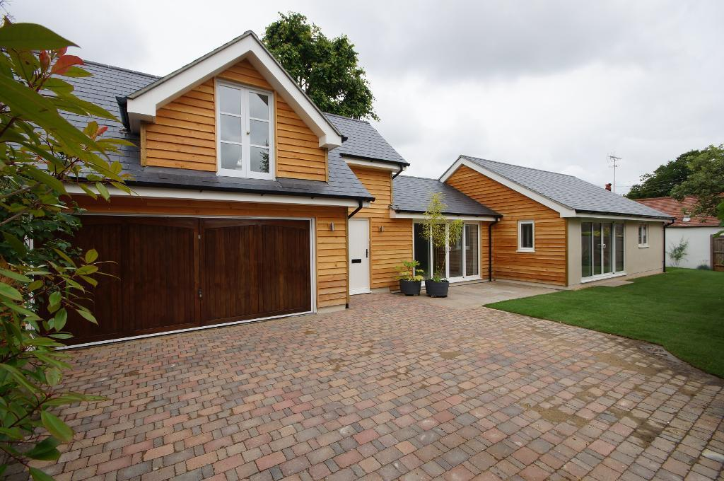 3 Bedrooms Detached House for sale in Holland Road, Steyning, West Sussex, BN44 3GJ