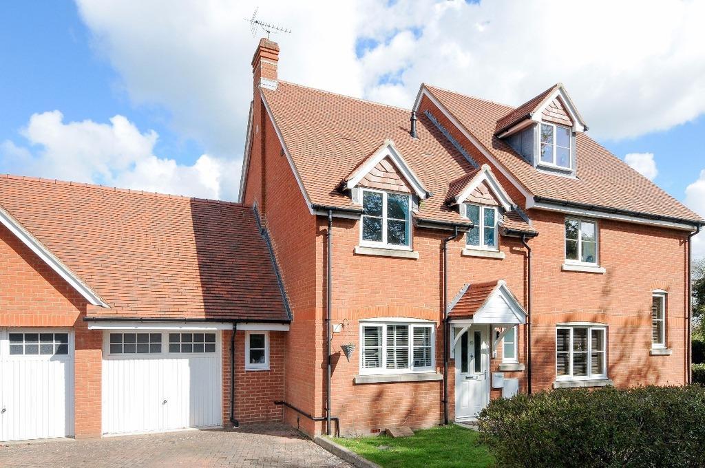 3 Bedrooms Semi Detached House for sale in The Grange Hurstpierpiont East Sussex BN6