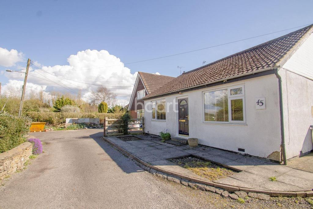 4 Bedrooms Bungalow for sale in Marlborough Road, Royal Wootton Bassett, Wiltshire