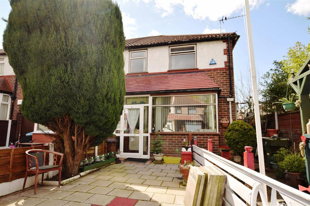 2 Bedrooms End Of Terrace House for sale in Connington Avenue, Manchester