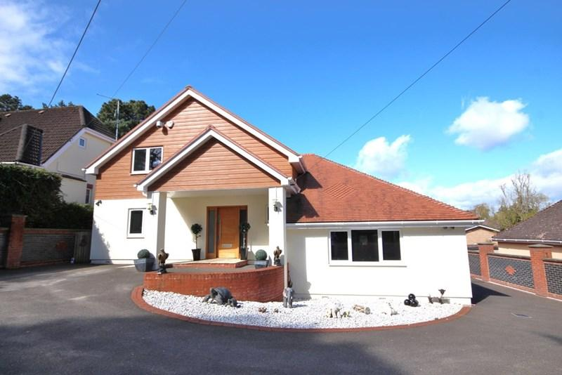 5 Bedrooms Detached House for sale in Roman Road, Broadstone