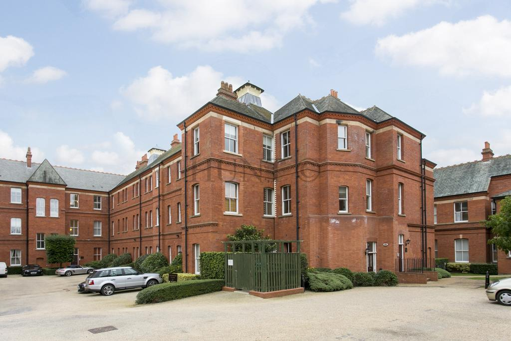 2 Bedrooms Apartment Flat for sale in Devonshire House, Brandesbury Square, Repton Park, Woodford Green, Essex IG8