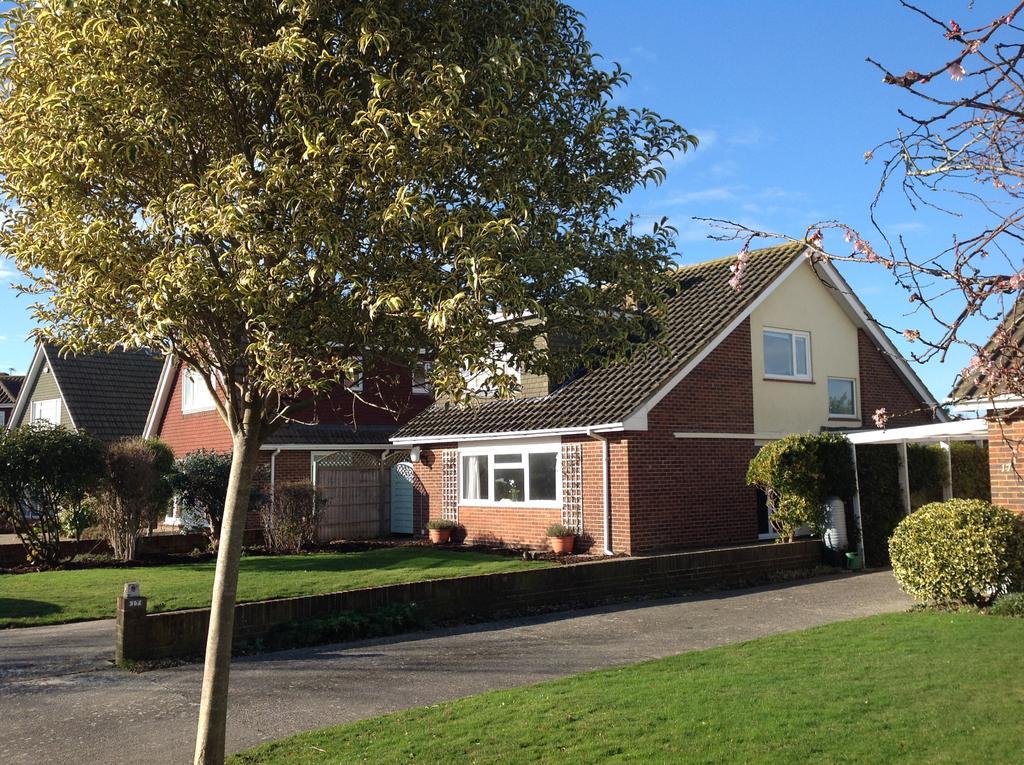 4 Bedrooms Detached House for sale in Regis Avenue, Aldwick Bay Estate, Aldwick, West Sussex PO21