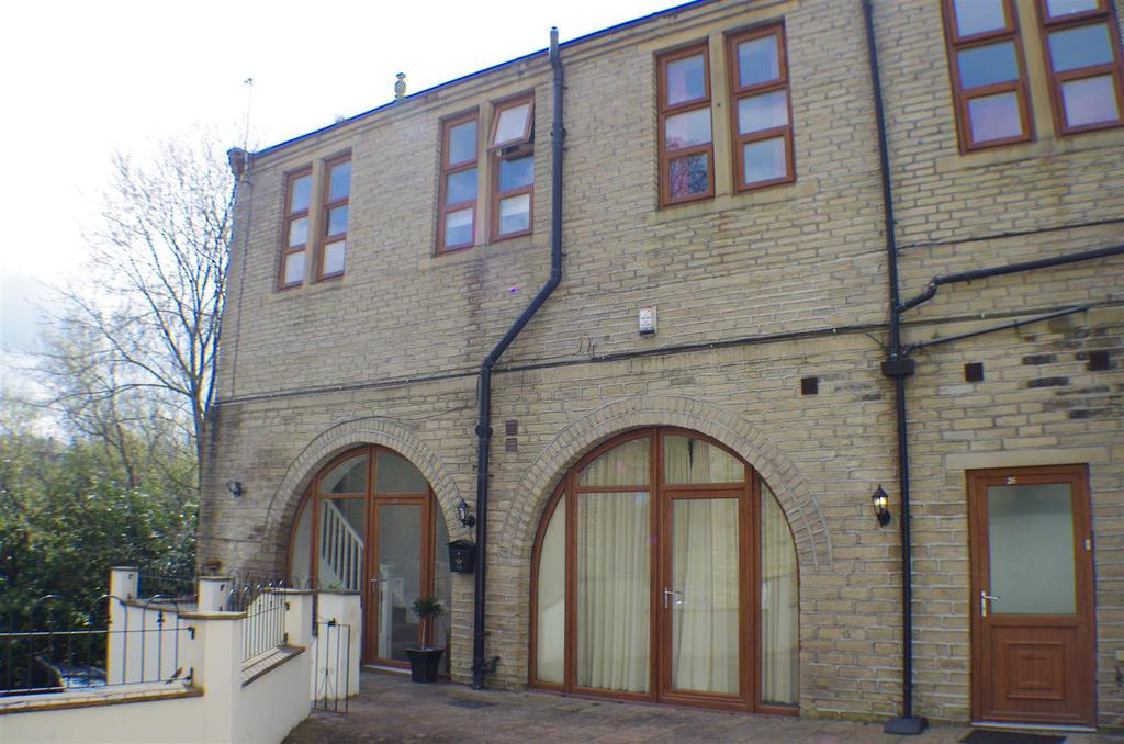 3 Bedrooms Semi Detached House for sale in Chapel Lane, Halifax