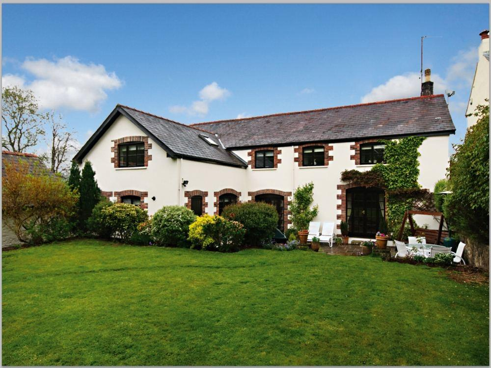 4 Bedrooms Detached House for sale in Home Farm, Cefn Mably, Cardiff