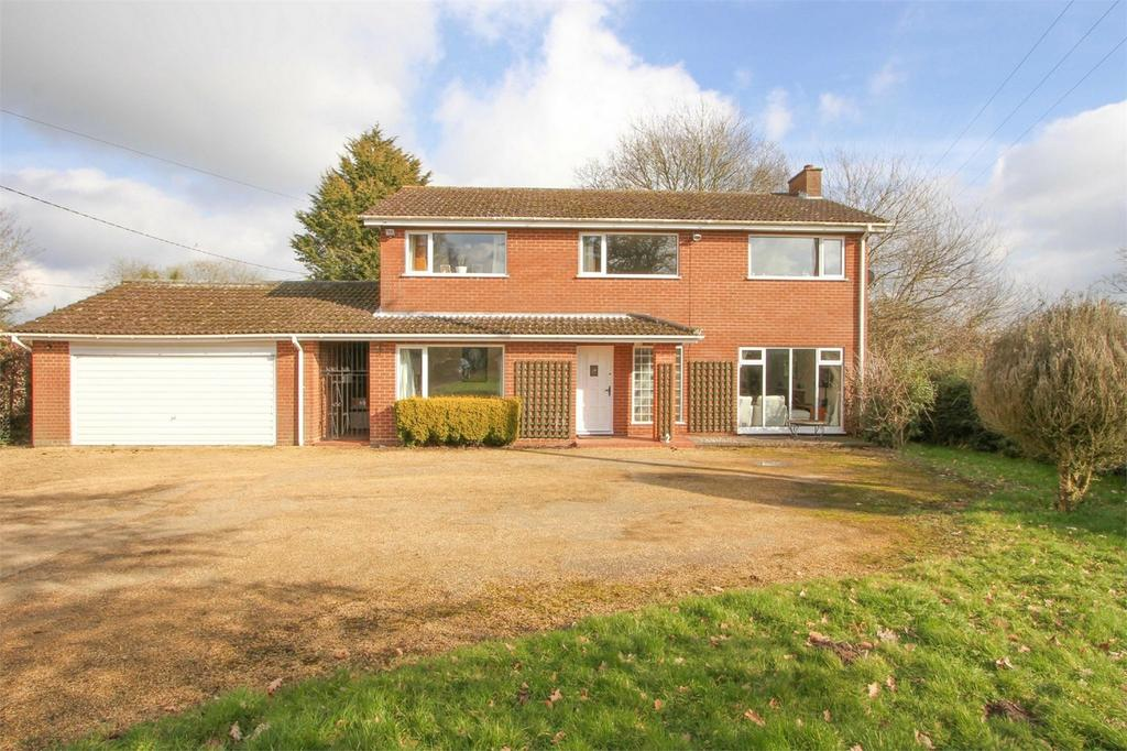 4 Bedrooms Detached House for sale in The Green, Deopham, Wymondham, Norfolk