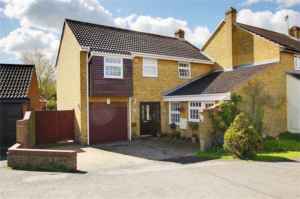 4 Bedrooms Semi Detached House for sale in The Lindens, Loughton, Essex