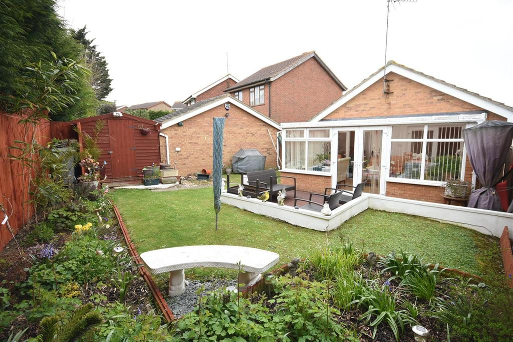 2 Bedrooms Bungalow for sale in Salcey Close, Barton Seagrave, Kettering