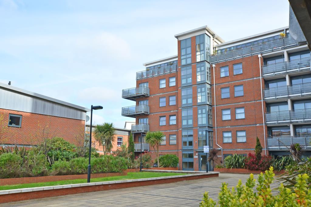 2 Bedrooms Flat for sale in Butterfield House, Berber Parade, Woolwich Common, London, SE18