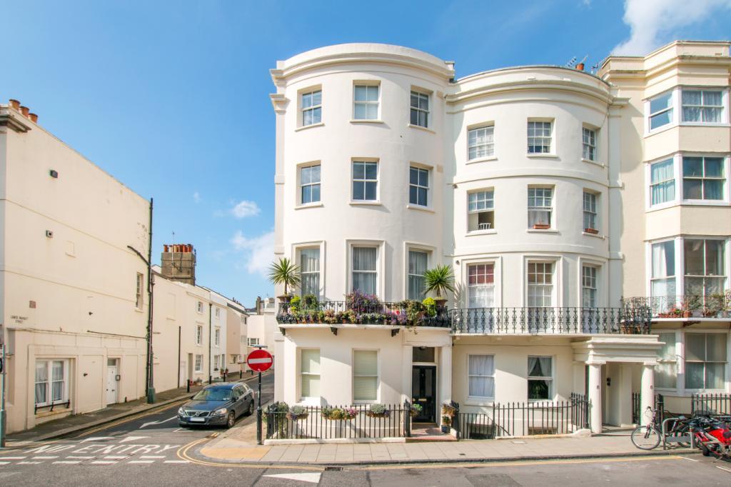 3 Bedrooms Maisonette Flat for sale in Waterloo Street, Hove, East Sussex, BN3