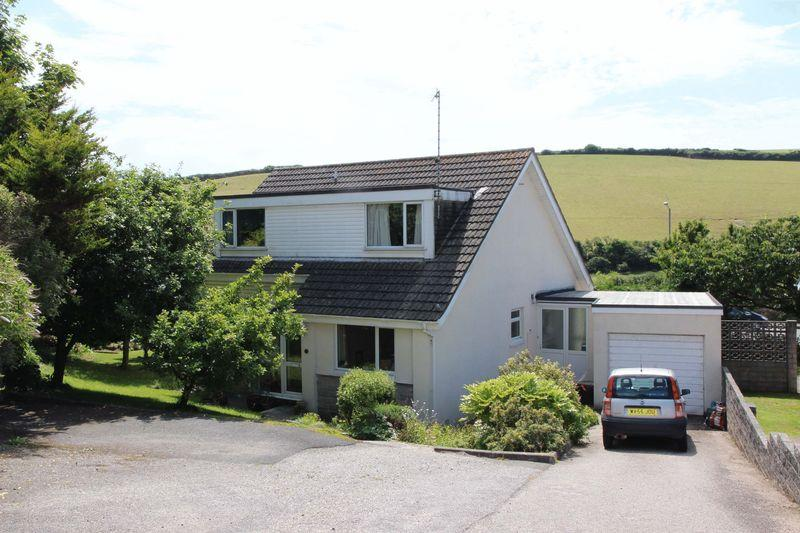 5 Bedrooms Detached House for sale in Trevemper Road, Newquay