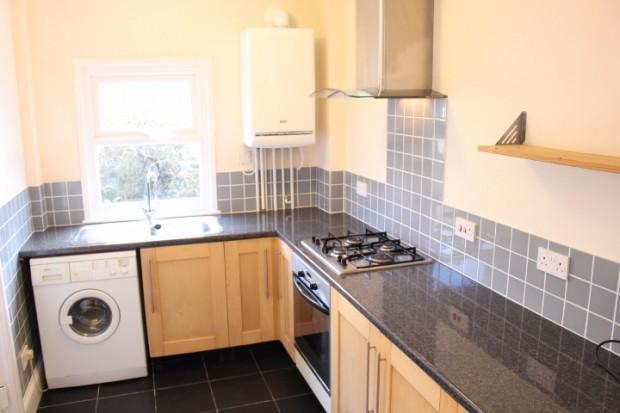 3 Bedrooms Semi Detached House for rent in Hoole Street, Sheffield, S6