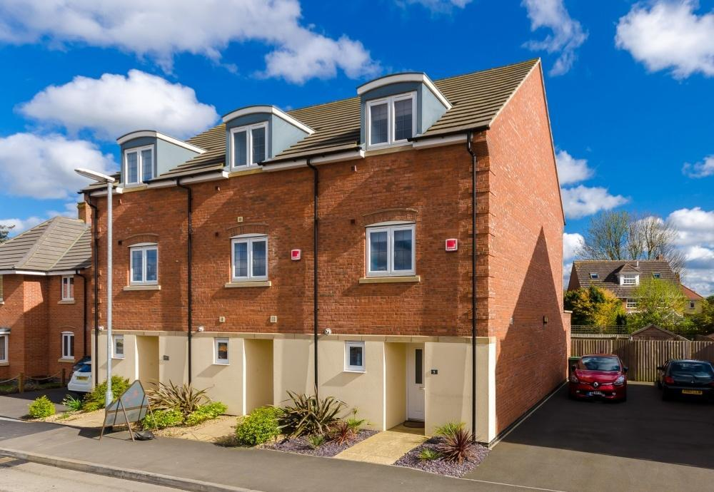 3 Bedrooms End Of Terrace House for sale in Great Northern Gardens, Bourne, Lincolnshire, PE10