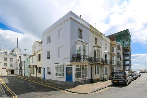 3 bedroom end of terrace house for sale - Western Street, Brighton, BN1 2PG