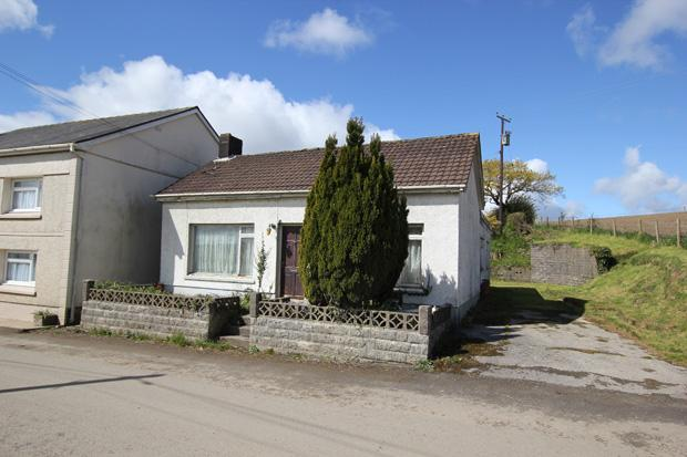 3 Bedrooms Detached House for sale in Pant Yr Yn, Heol Smyrna, Llangain, Carmarthen, Carmarthenshire