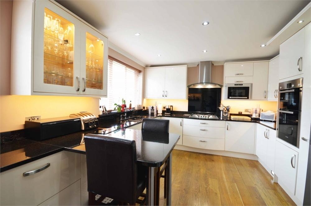 4 Bedrooms Semi Detached House for sale in Mitchell Close, Wilmington