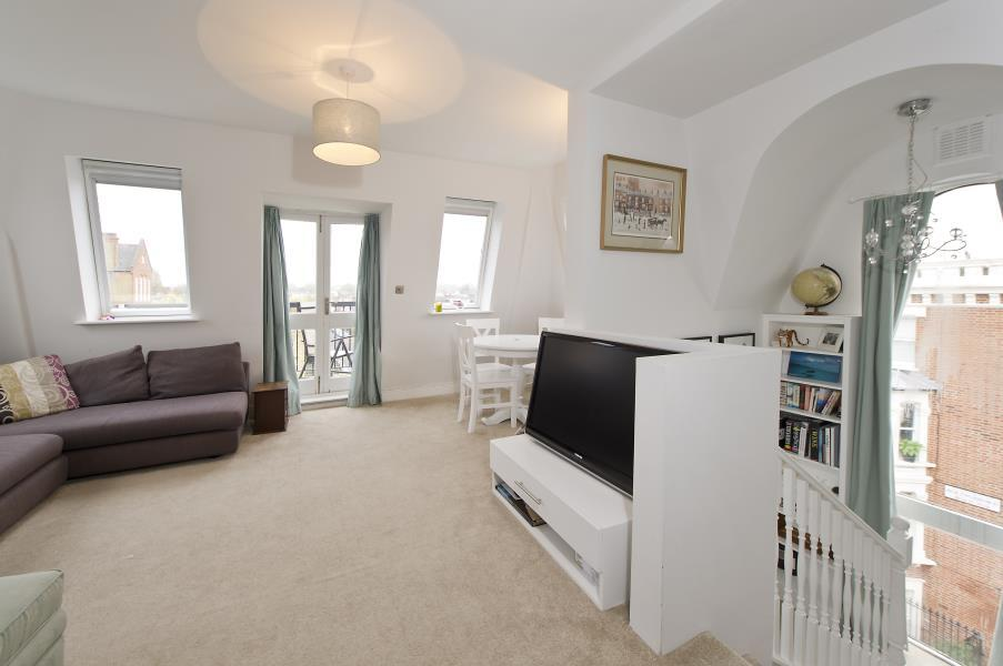 2 Bedrooms Flat for sale in Bolingbroke Road, Brook Green W14