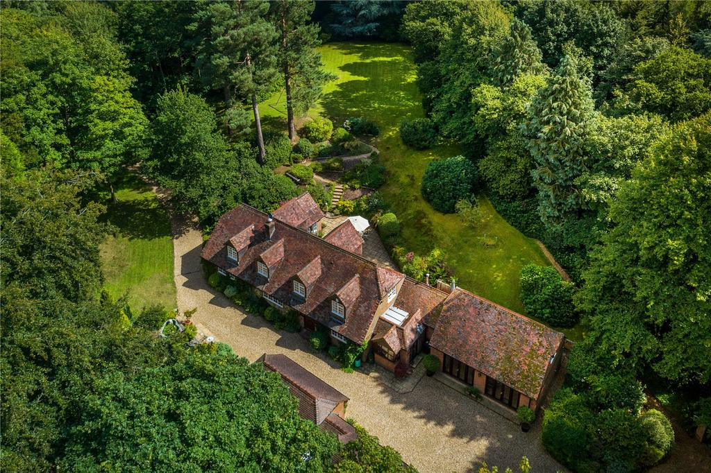 5 Bedrooms Detached House for sale in Frensham Lane, Churt, Farnham, Surrey
