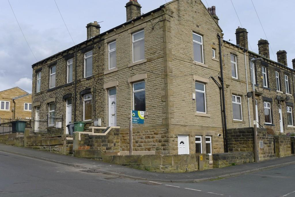 2 Bedrooms End Of Terrace House for sale in Bath Street, Batley