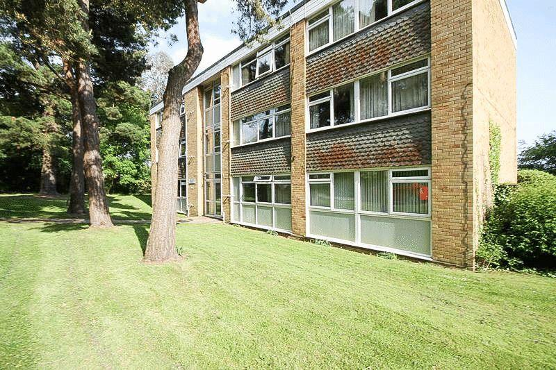3 Bedrooms Flat for sale in Long Copse Lane, Emsworth