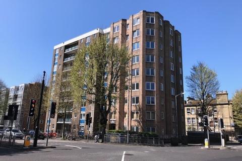 Studio to rent - Marlborough Court, The Drive