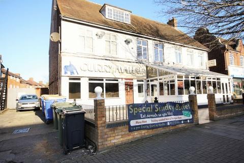 2 bedroom flat to rent - Northolt Road, Harrow