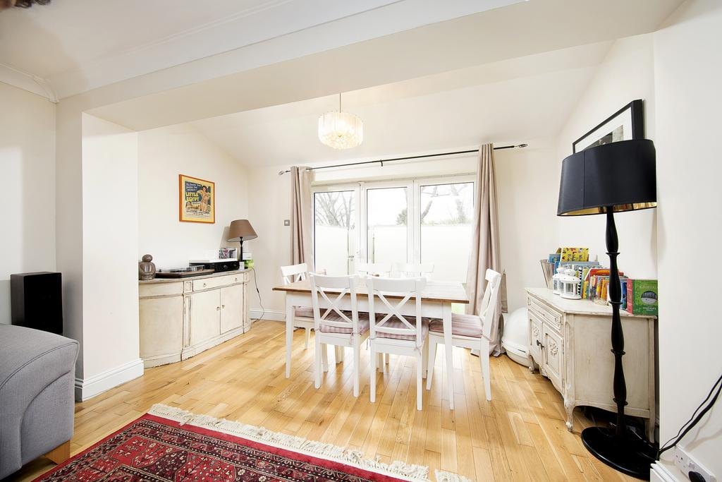 2 Bedrooms House for sale in Staveley Gardens, London