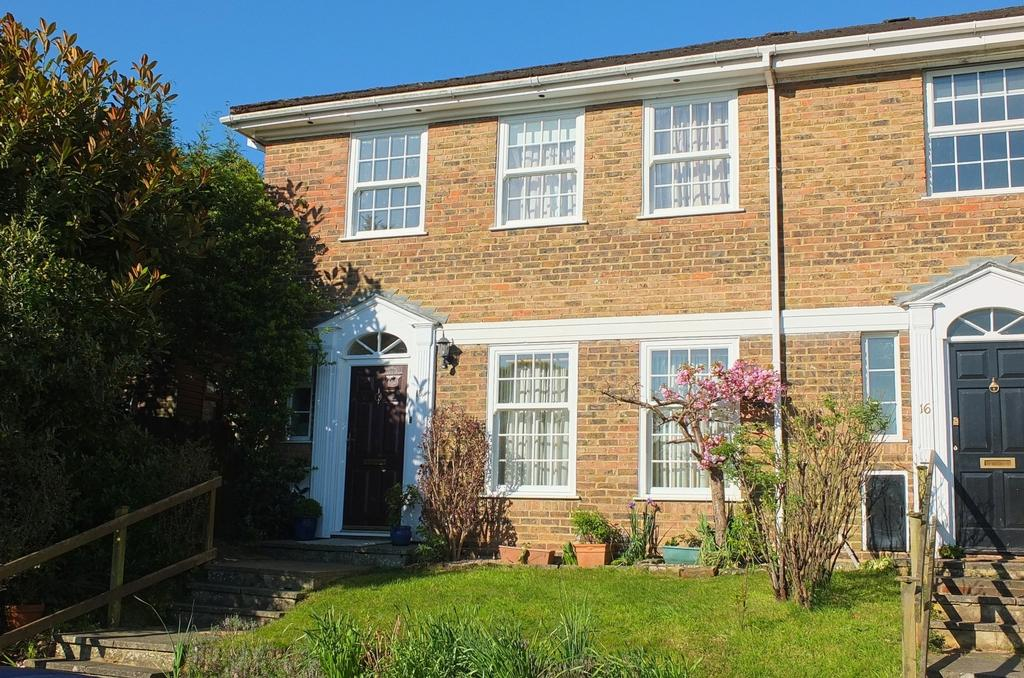 4 Bedrooms House for sale in Frankton Avenue, Haywards Heath, RH16