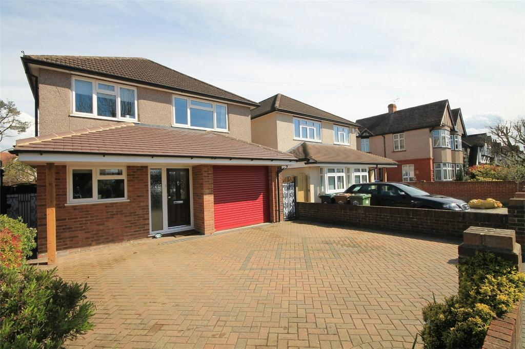 5 Bedrooms Detached House for sale in Parkland Grove, Ashford, Surrey