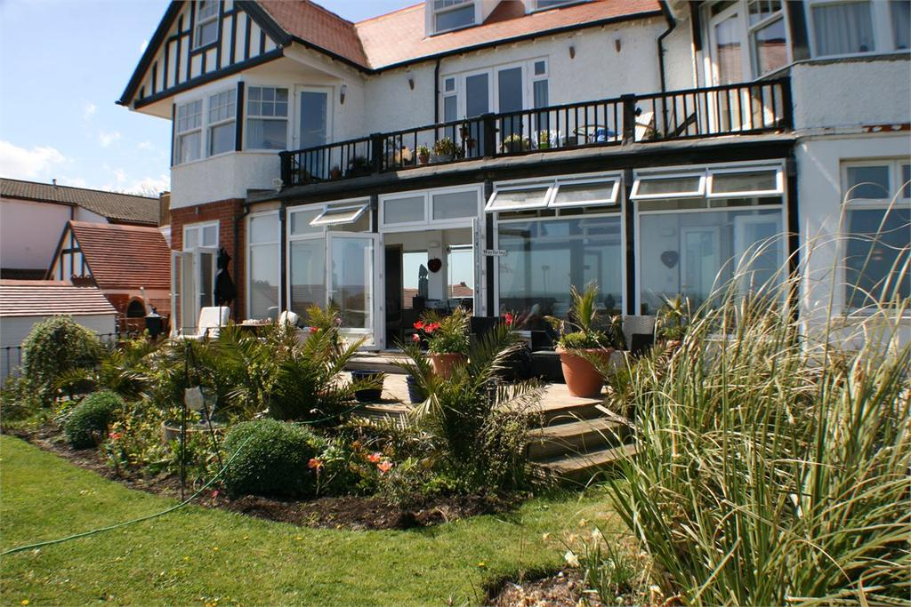 3 Bedrooms Apartment Flat for sale in Cliff Promenade North Foreland Broadstairs