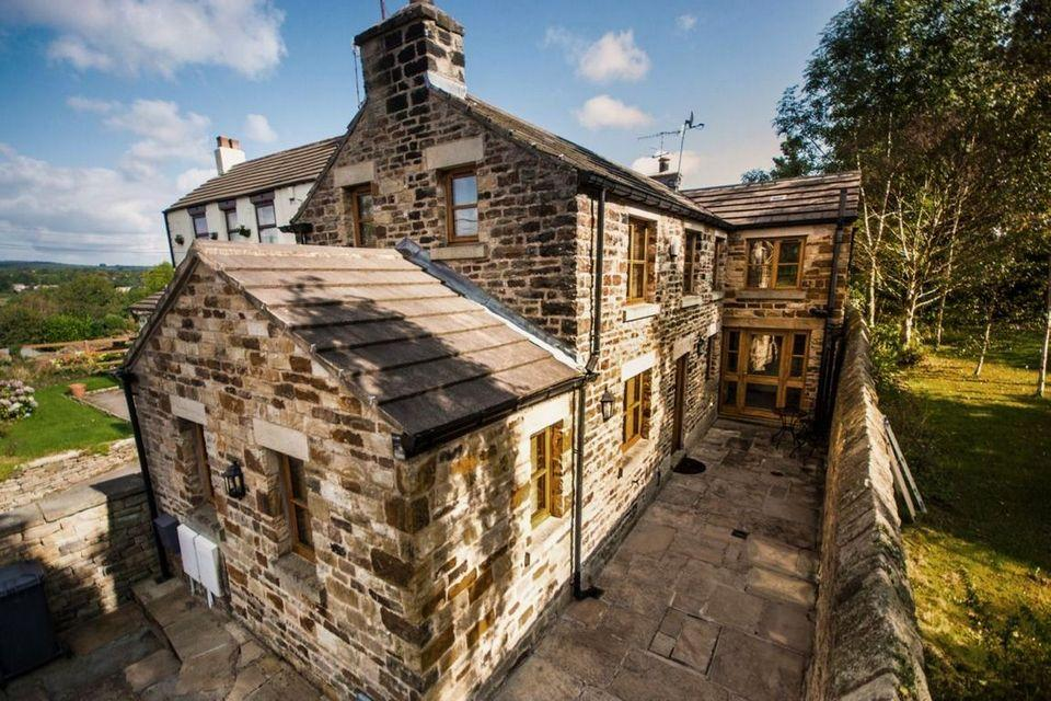 2 Bedrooms Detached House for sale in The Cottage Hillfoot Road Totley Sheffield S17 4AP